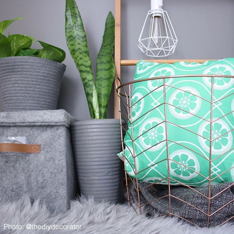 Green Citrus Print Linen Cushion @thediydecorator